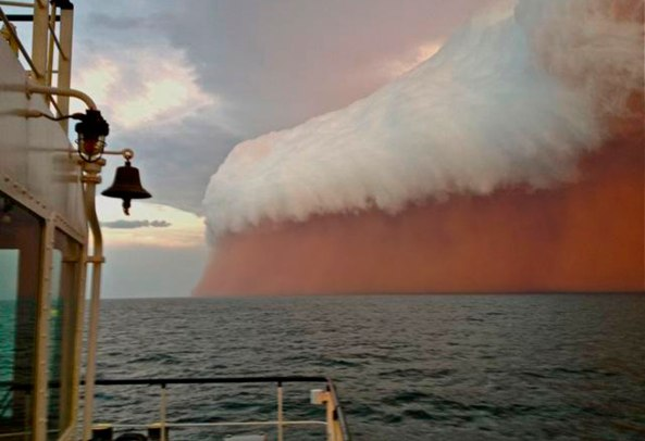 Dust storm in the Indian Ocean near Onslow
