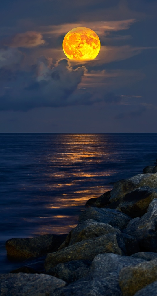 Full-Moon rising over Jupiter Inlet Beach, Florida
