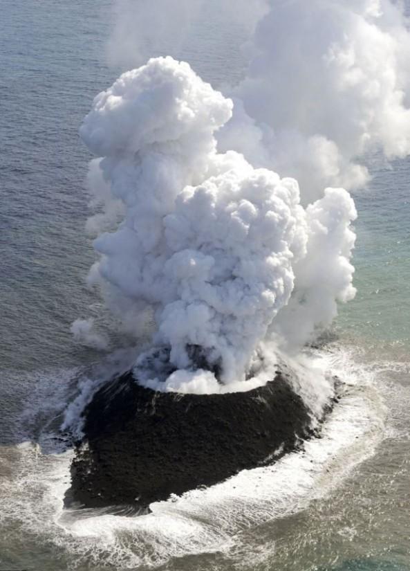 Volcanic eruption in the Pacific Ocean